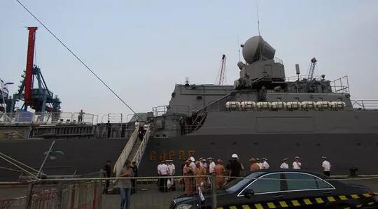 Kapal Perang Rusia Varyag Commander Bersandar di Tanjung Priok