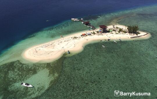 Kodingareng Keke Pulau indah di Kota Makassar.