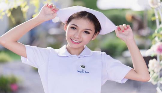 4 Perawat Super Cantik yang Bakal Membuatmu Rela Pura-Pura Sakit