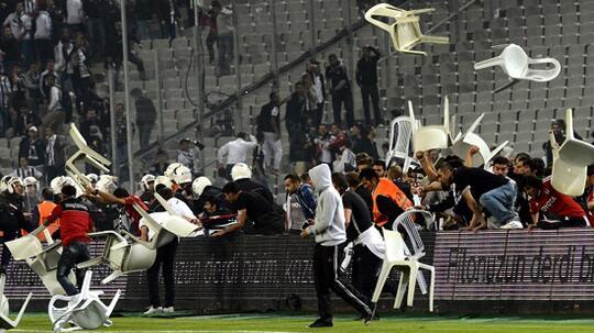 Kapan Dewasa, Suporter Sepak Bola Indonesia?
