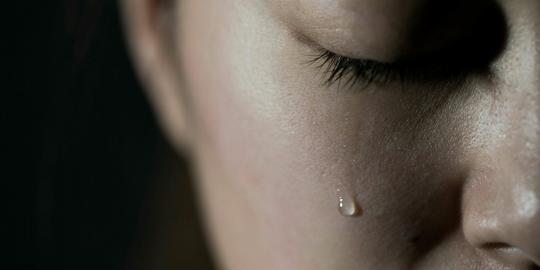 Wanita Jepang Membayar Pria Tampan Agar Bisa Menangis Bersamanya
