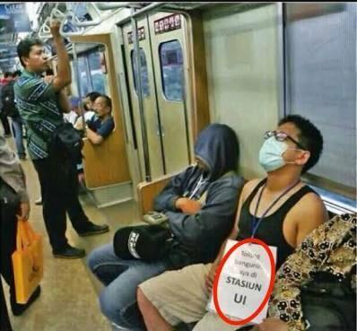 Seberapa Nyenyak Agan Bisa Tidur di Commuter Line?