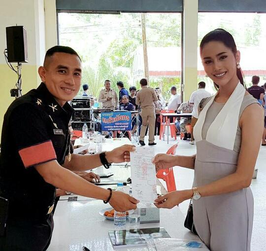 Penampakan Ladyboy Thailand Lagi Daftar Wajib Militer. Biar Feminin, Jiwa Tetap Laki
