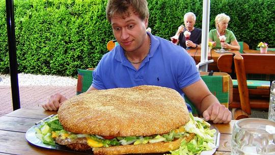 Yuk, Kenalan Sama 5 Jawara Dunia yang Jago Makan Banyak!