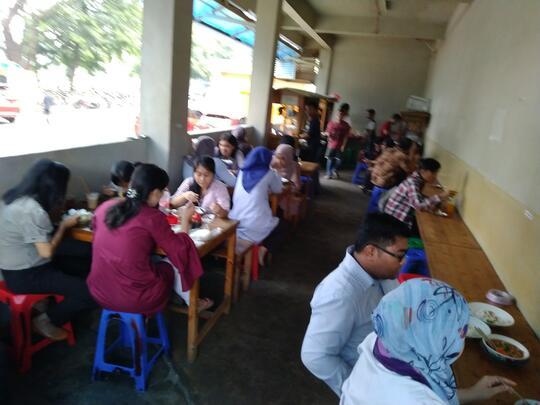 Kehidupan Bawah Tanah Ala Bisnismen Jakarta (makan siangnya)