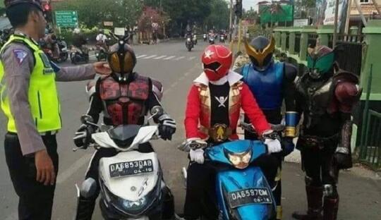 Cuma di Indonesia, Kamen Rider Bisa Ditilang Gan