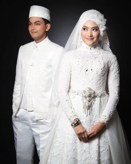 10 Inspirasi Gaun Pengantin Muslimah Bergaya Modern Bak