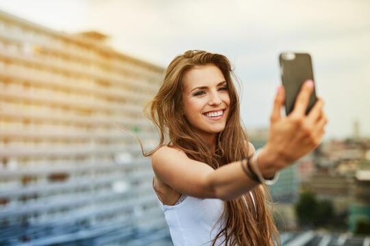 Bukan Hanya Selfie, Inilah Fungsi Lain Dari Kamera Depan Smartphone