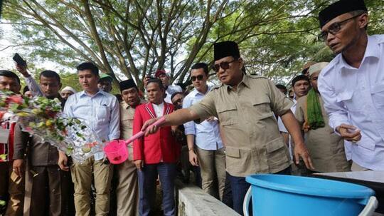 Prabowo Dapat Sumbangan Dana Kampanye dari Santri di Aceh Besar