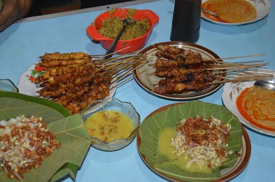 8 Sate Khas Nusantara yang Paling Populer, Mana Favoritmu?