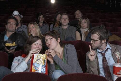 Kelakuan Nyebelin Orang di Bioskop, Pernah Ngalamin Nggak?