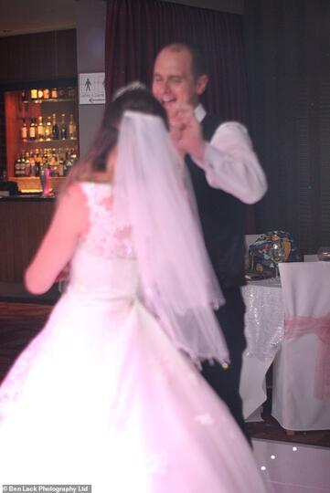 """WADUH! Karena """"HASIL FOTO BURUK"""",Fotografer Pernikahan Dilaporkan Ratusan Klien!"""