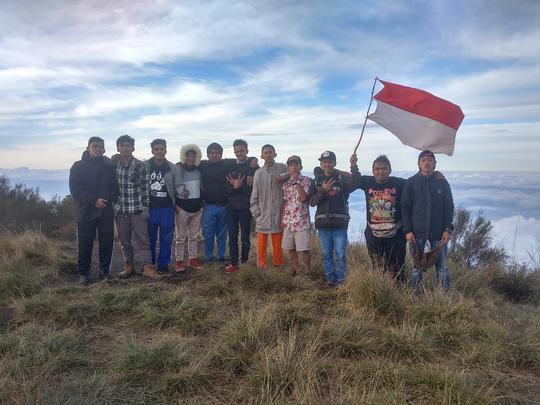 Syukuran, Cerita Satu Kampung Mendaki Bersama Ke Gunung Buthak