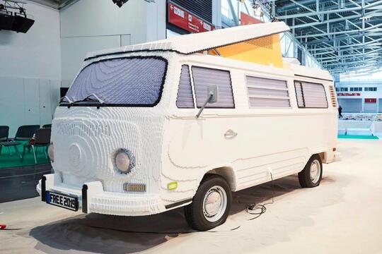 Mobil Volkswagen Ini Disusun dari LEGO, Bisa Dinaikin Nggak Ya?