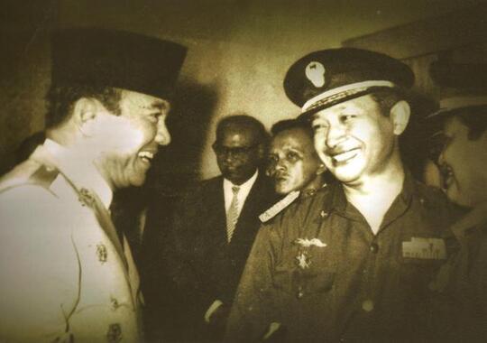 Mana Lebih Baik, Pemimpin seperti Soekarno atau Soeharto?