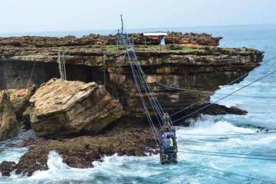 Gondola Pantai Timang, Cable Car [Tradisional] Pertama di Indonesia