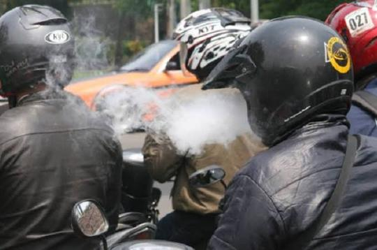 Larangan Merokok Saat Berkendara