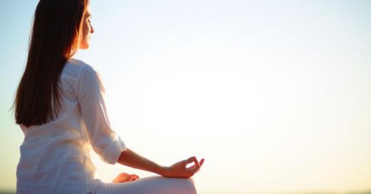Ternyata Pemaes Harus Melakukan Meditasi Sebelum Merias Sang Manten GanSis!