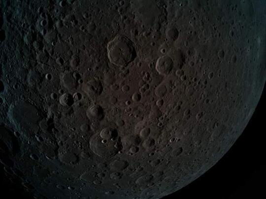keren penampakan sisi gelap bulan!