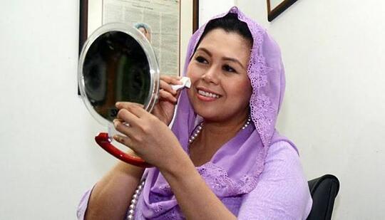Cantiknya Yenny Wahid dengan Riasan Sederhana