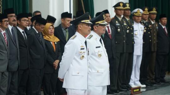 Tak Lebih 10 Menit, Bupati Cirebon Dilantik Lalu Diberhentikan