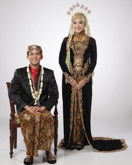 5 Inspirasi Baju Pengantin Muslimah Adat Jawa Syari