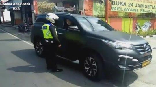 Naif, Mau Gagah-gagahan kok Pakai Mobil Identitas Polisi?