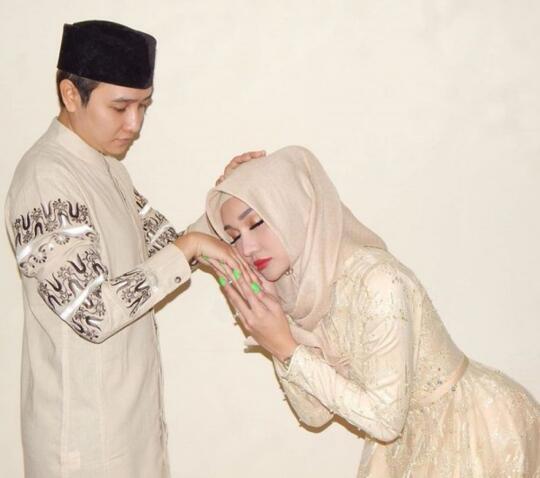 Hasil gambar untuk lucinta luna hijab