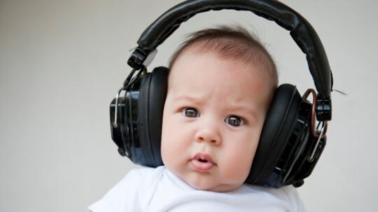 Aerphone/Headset Terpasang Lama Di Telinga Berbahaya (Hati-hati!)