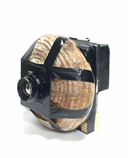 GOKIL, Photographer ini Membuat Kamera dari Buah, Roti, Patung, hingga Bangunan