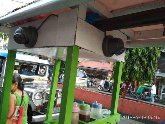 Viral, Gerobak Pedagang Gorengan Ini Pakai CCTV, Asli atau Palsu?