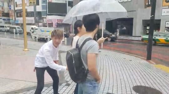 """Duh! Rekam Video """"PELECEHAN WANITA"""" Saat Streaming Di Jepang!, Bule Ini KAGET!"""