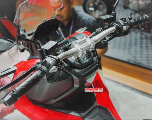 LOUNGE - Honda ADV 150 - Skutik adventure - ready to explore