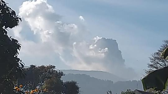 Gunung Tangkuban Parahu Erupsi, Pengunjung Dievakuasi