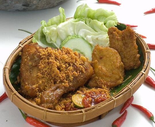 Kangen Makanan Indonesia Saat Traveling di Malaysia? Intip 12 Tempat Ini!