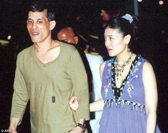 Baru 3 Bulan Menikah, Raja Thailand Lantik Mantan Pacarnya Jadi Selir