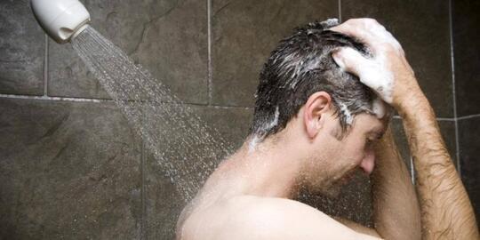 Ternyata, Inilah 7 Manfaat Mandi Pagi Sebelum Subuh Untuk Kesehatanmu