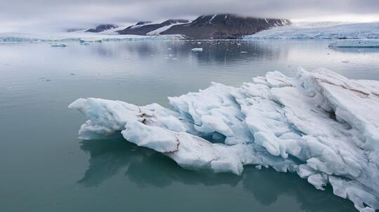 Mengejutkan! Partikel Plastik Berjatuhan dari Langit di Kutub Utara