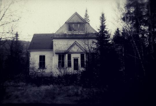 Pengalaman Artis Mengalami Hal Mistis di Lokasi Syuting Film Horor