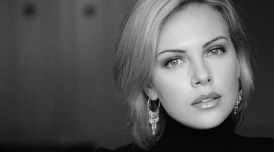 Cantik dan Seksi, Ini 10 Artis Hollywood Paling 'Hot'