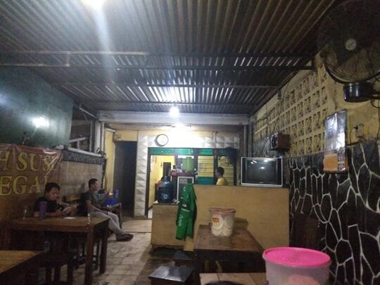 Nikmatnya Sensasi Makan Soto Jakarta Bawah Rel Cikini, Gan Sis Harus Coba
