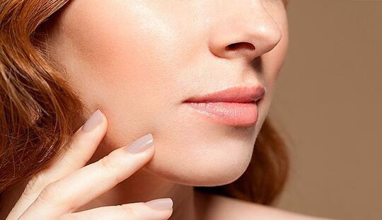 Jangan Anggap Sepele! Ini Bahaya yang Hadir Kalau Sista Tidak Rajin Bersihkan Makeup!