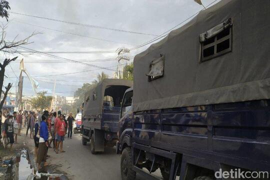 Massa Aksi di Kantor Gubernur Papua Takut Pulang, TNI-Polri Bantu Kawal