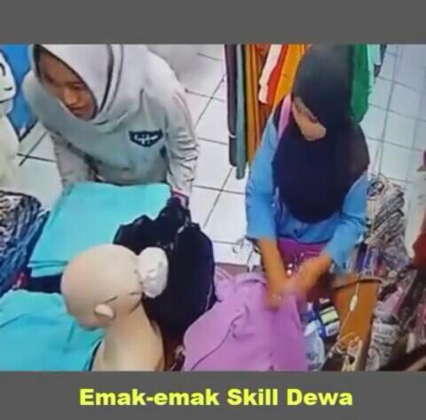 Ibu Ini Tertangkap Kamera CCTV Saat Nyolong HP di Toko Jilbab