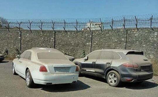 Orang Terlanjur Kaya! Mobil Mewah Cuma Dibiarin Ampe Berdebu