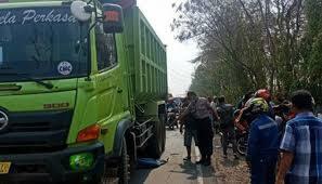 Mobil Dump Truk Berhenti Ditabrak, 1 Pelajar Tewas