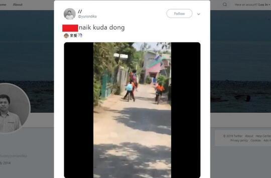 """VIRAL! Video """"PENAMPAKAN"""" 2 Bocah SD Boncengan Naik KUDA Ke Sekolah!"""