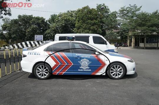 Bukan Asal Corat Coret, Tanda Panah Pada Mobil Polisi Ini Ternyata Ada Artinya