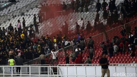 Suporter Tawuran, Siapa Jadi Korban?