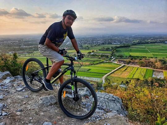 Gowes Sepeda ke Spot Riyadi Melihat Candi Prambanan dari sisi berbeda